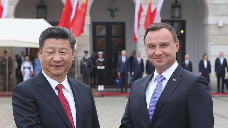 Chinese President Xi Jinping, left, and his Polish counterpart Andrzej Duda shake hands during the welcoming ceremony in Warsaw, Poland, Monday, June 20, 2016. Xi Jinping came to Poland for an official visit. (AP Photo/Czarek Sokolowski)