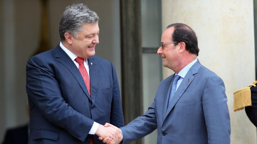 France's President Francois Hollande, right, shakes hand with Ukrainian President Petro Poroshenko, prior to a meeting at the Elysee Palace, in Paris, Tuesday, June 21, 2016. (AP Photo/Thibault Camus)