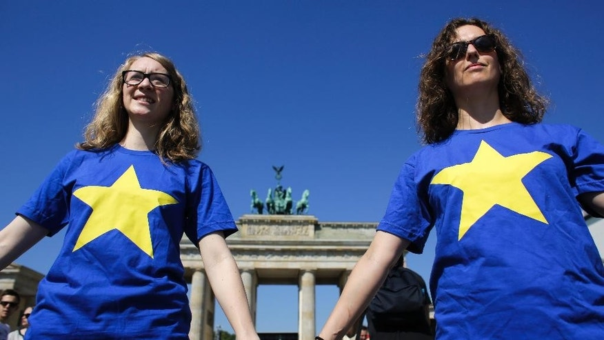 Members of the youth organizations of Germany's Social Democratic Party and the Green Party attend a event to support the European Union in front of the Brandenburg Gate in Berlin, Friday, June 24, 2016. Britain voted to leave the European Union after a bitterly divisive referendum campaign. (AP Photo/Markus Schreiber)