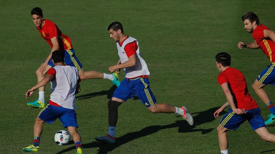 Spain Alvaro Morata, center, runs with the ball during a training session at the Sports Complex Marcel Gaillard in Saint Martin de Re in France, Friday, June 24, 2016. Spain will face Italy in a Euro 2016 round of 16 soccer match in Paris on Monday, June 27, 2016. (AP Photo/Manu Fernandez)