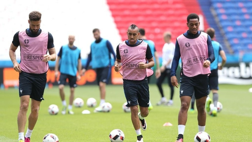 France's Dimitri Payet , center, France's Olivier Giroud, left, France's Anthony Martial practice during a training session at the Grand Stade in Decines-Charpieu, near Lyon, France, Saturday, June 25, 2016. France will face Republic of Ireland on a Euro 2016 round of 16 soccer match in Lyon on Sunday, June 26, 2016. (AP Photo/Claude Paris)
