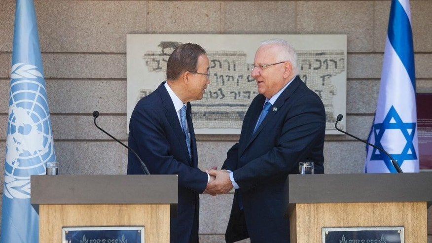 Israeli President Reuven Rivlin, left, and UN Secretary General Ban Ki-moon shake hands before their meeting at the presidential compound in Jerusalem, Monday, June 27, 2016. (AP Photo/Dan Balilty)