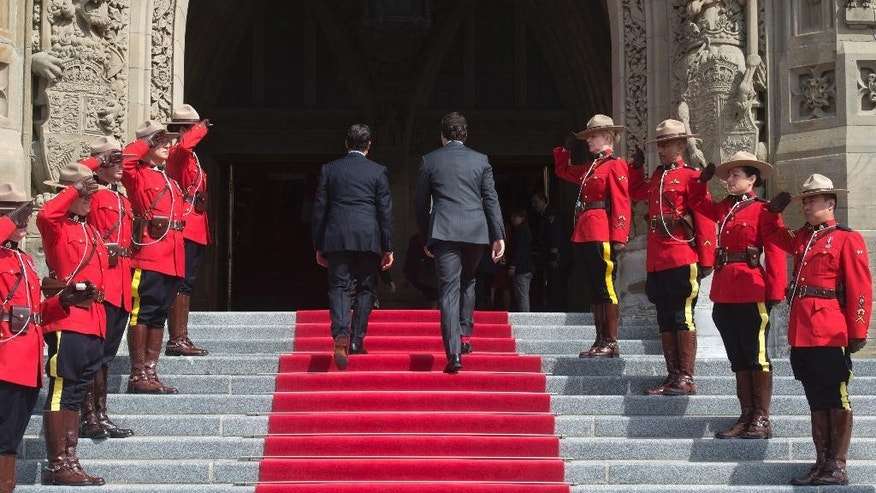 Prime Minister Justin Trudeau, right, welcomes Mexico's President Enrique Pena Nieto to Parliament Hill in Ottawa,  Ontario, Tuesday June 28, 2016. (Adrian Wyld /The Canadian Press via AP) MANDATORY CREDIT