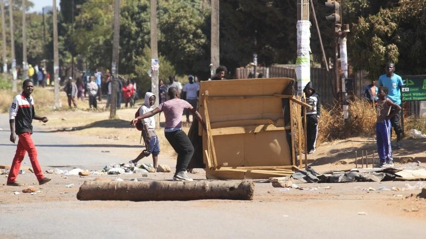 Protestors block a road leading to the city following a job boycott started via social media platforms in Harare, Wednesday, July,6, 2016. A job boycott has shut down most of Zimbabwe as discontent deepens over increasing economic hardships in the southern Africa country. (AP Photo/Tsvangirayi Mukwazhi)