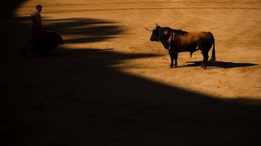 Spanish bullfighter Eugenio de Mora performs with a Cebada Gago ranch fighting bull during a bullfight of the San Fermin Fiestas in Pamplona, Spain, Friday, July 8, 2016. Revelers from around the world arrive to Pamplona every year to take part in some of the eight days of the running of the bulls. (AP Photo/Daniel Ochoa de Olza)