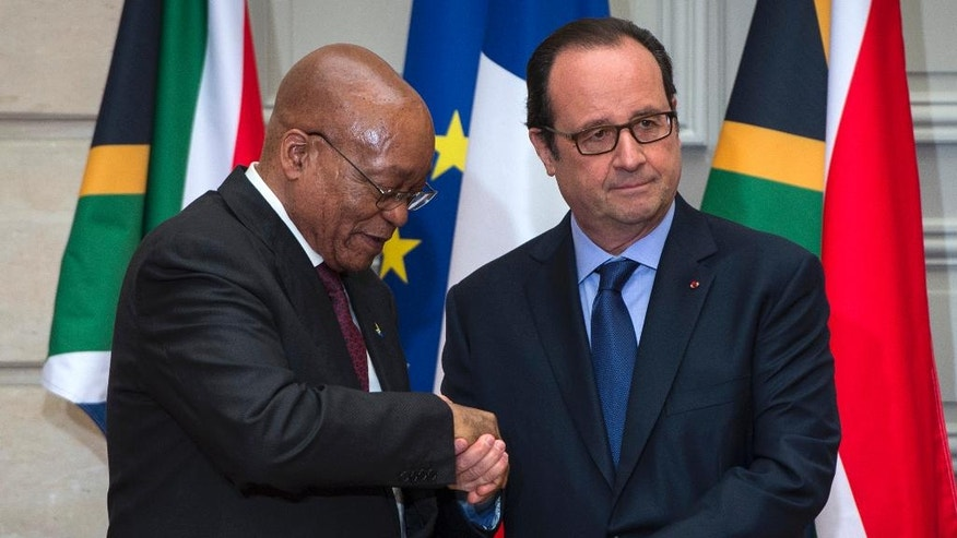 French President Francois Hollande, right, gives an audio recording of Nelson Mandela to South Africa's President Jacob Zuma   before their press conference at the Elysee Palace in Paris, Monday, July 11, 2016. (Jeremy Lempin, Pool via AP)