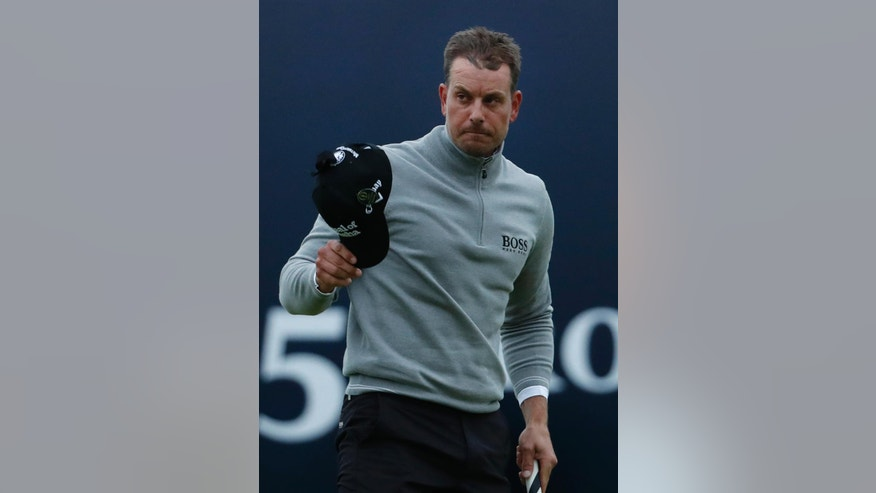 Henrik Stenson of Sweden acknowledges the crowd after putting on the 18th green to complete his third round of the British Open Golf Championship at the Royal Troon Golf Club in Troon, Scotland, Saturday, July 16, 2016. (AP Photo/Ben Curtis)