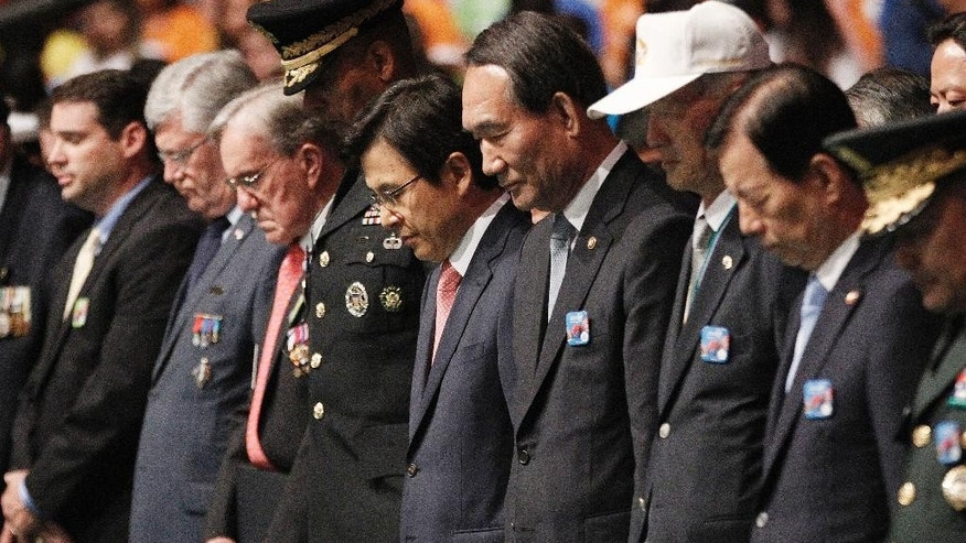 South Korea's Prime Minister Hwang Kyo-ahn, center, pays a silent tribute during a commemorative ceremony marking the 63rd anniversary of the Armistice Agreement and UN Forces Participation in the Korean War in Seoul, South Korea, Wednesday, July 27, 2016. South Korea is accusing rival North Korea of floating propaganda leaflets via a river in the first such incident. (AP Photo/Ahn Young-joon)
