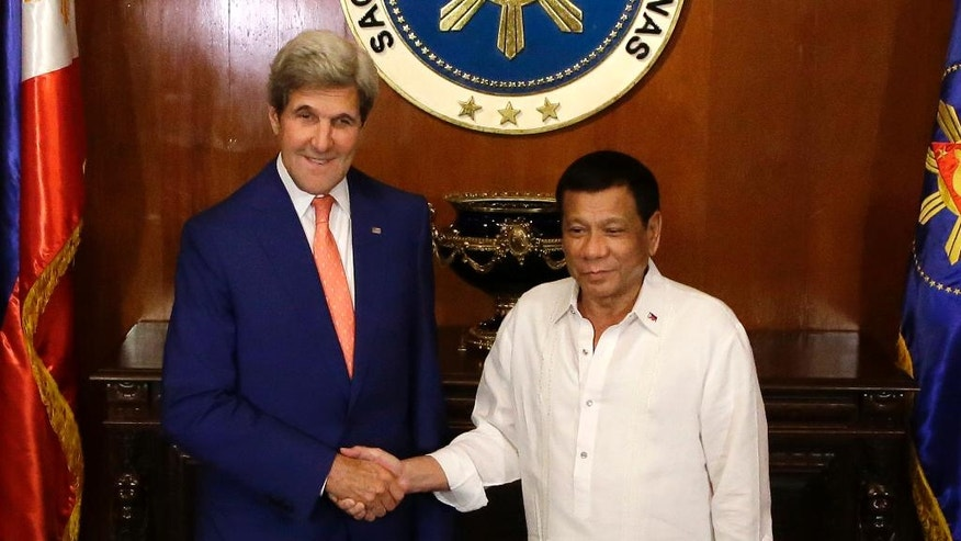 Philippine President Rodrigo Duterte, right, welcomes U.S. Secretary of State John Kerry during his visit at the Malacanang presidential palace in Manila, Philippines on Wednesday, July 27, 2016. (AP Photo/Aaron Favila,pool)