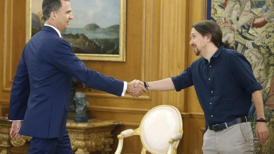Spain's King Felipe VI shakes hands with Spain's Podemos party leader Pablo Iglesias, right, during their meeting at the Zarzuela Palace in Madrid, Spain, Thursday, July 28, 2016. King Felipe is having talks with political party leaders in an attempt to break a deadlock in finding a candidate capable of forming a government. (AP Photo/Angel Diaz, Pool)