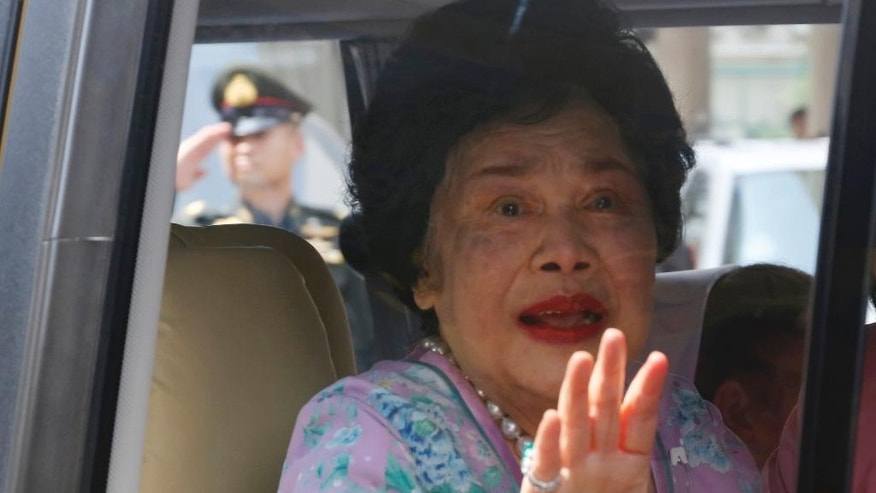 FILE - In this May 10, 2015 file photo, Thai Queen Sirikit leaves Siriraj Hospital in Bangkok, Thailand, to return to a seaside palace with King Bhumibol Adulyadej who has been hospitalized since October 2014, when he had his gallbladder removed. Thailand's royal palace says that 83-year-old Queen Sirikit suffered a lung infection but her condition has improved. An announcement issued Saturday night, July 30, 2016, said Sirikit was moved on July 24 from the Bangkok hospital, where the king has been living for most of the past few years, to Chulalongkorn Hospital in Bangkok for treatment of minor lung inflammation and blood infection. (AP Photo/Sakchai Lalit, File)
