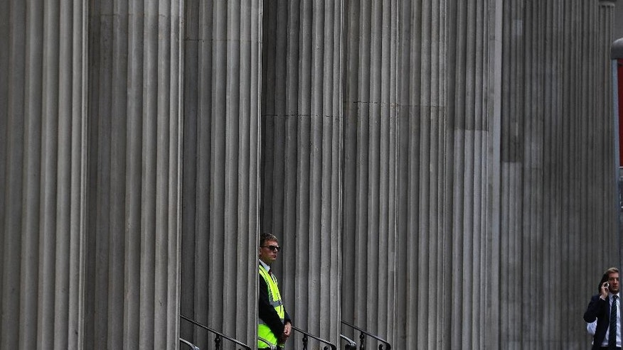 Security guard the entrance of the Bank of England in London, Thursday, Aug. 4, 2016. The Bank of England is expected to cut interest rates close to zero and possibly inject billions in new money into the economy to help it endure the shock of the vote to leave the European Union. (AP Photo/Frank Augstein)