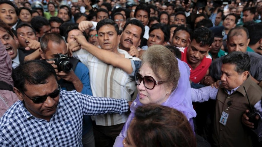 Former Bangladeshi Prime Minister and Bangladesh Nationalist Party leader Khaleda Zia, center, arrives for a court hearing in Dhaka, Bangladesh, Wednesday, Aug. 10, 2016. Zia is being tried for several alleged cases of corruption. (AP Photo)