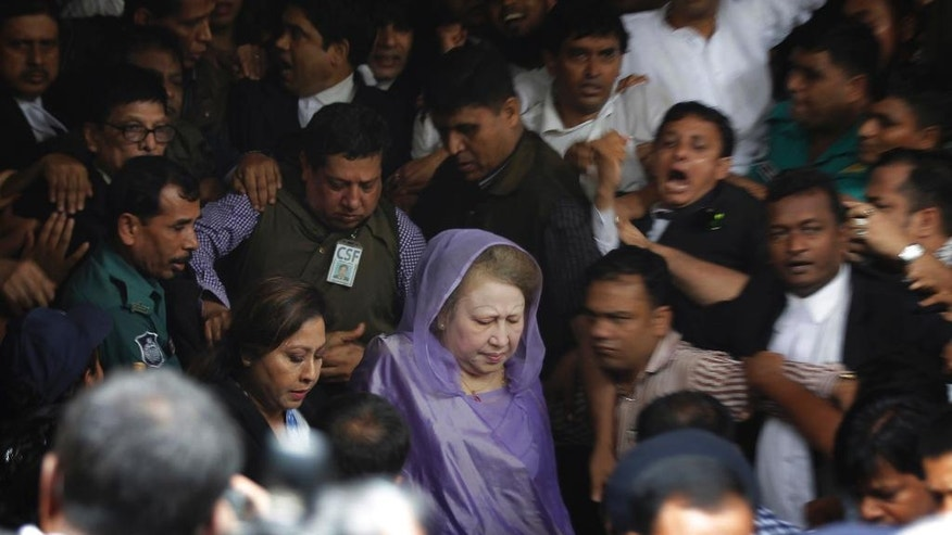 Bangladesh's former prime minister and Bangladesh Nationalist Party leader, Khaleda Zia, center, leaves a court after a hearing in Dhaka, Bangladesh, Wednesday, Aug. 10, 2016. Zia is being tried for several alleged cases of corruption. (AP Photo)