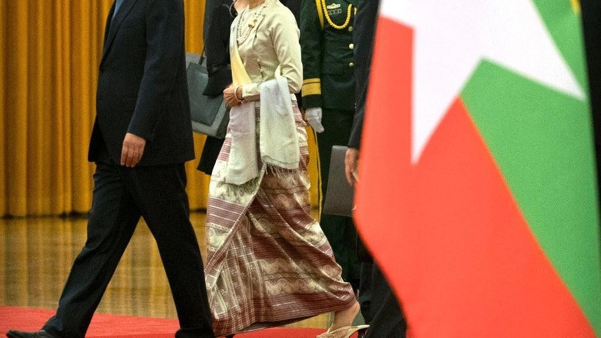 China's Premier Li Keqiang, left, and Myanmar's State Counselor Aung San Suu Kyi, right, walk together during a welcome ceremony at the Great Hall of the People in Beijing, Thursday, Aug. 18, 2016. (AP Photo/Mark Schiefelbein)