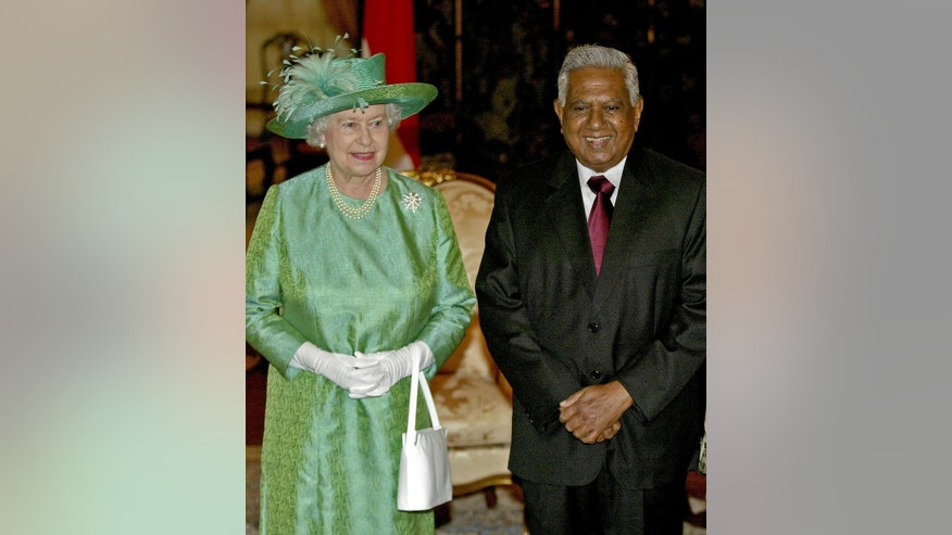 FILE - In this Friday, March 17, 2006 file photo, Britain's Queen Elizabeth II, left, stands next to Singapore's President S.R. Nathan, right, after a welcome ceremony held during her arrival at the Istana, or presidential palace, in Singapore. Sellapan Ramanathan, Singapore's sixth and longest-serving president, died Monday, Aug. 22, 2016 at age 92, the government announced. Widely known as S.R. Nathan, he was hospitalized in critical condition after suffering a stroke on July 31. It was his second stroke in less than two years. (AP Photo/Wong Maye-e, File)
