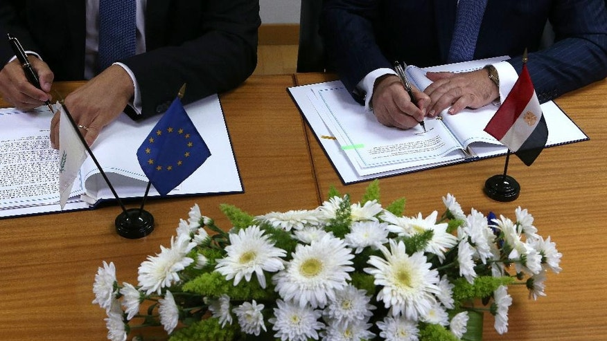 Cyprus' Energy Minister Yiorgos Lakkotrypis, left, and Egypt's Petroleum Minister Tarek el-Molla sign an agreement at the Cyprus' Energy ministry in Nicosia, Cyprus, Wednesday, Aug. 31, 2016. Cyprus and Egypt have signed an agreement paving the way for the supply of Cypriot gas to the Arab nation through an envisioned pipeline. (AP Photo/Petros Karadjias)