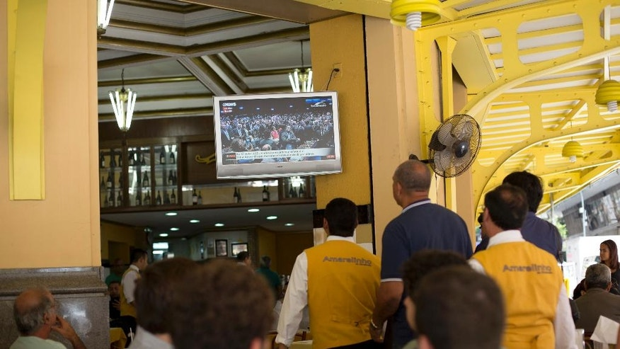 People watch the final vote of Brazil's Senate on whether to permanently remove suspended President Dilma Rousseff, at a restaurant in Rio de Janeiro, Brazil, Wednesday, Aug. 31, 2016. Brazil's Senate on Wednesday voted to permanently remove Rousseff from office, 61-20, more than the 54 votes they needed. (AP Photo/Silvia Izquierdo)