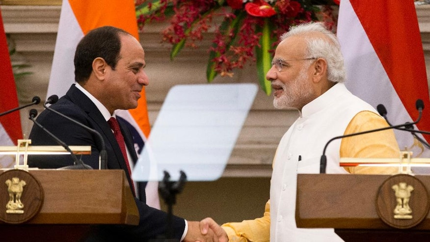 Egyptian President Abdel-Fattah el-Sissi, left, shakes hands with Indian Prime Minister Narendra Modi at the end of a joint press briefing after their meeting in New Delhi, India, Friday, Sept. 2, 2016. El-Sissi is on a three-day official visit to India. (AP Photo/Saurabh Das)