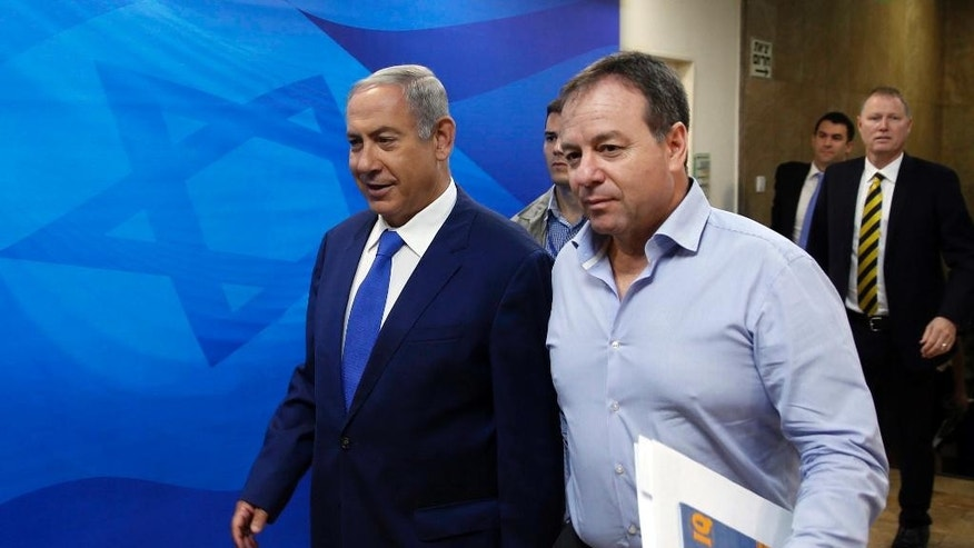 Israel's Prime Minister Benjamin Netanyahu, left, arrives to the weekly cabinet meeting in Jerusalem, Sunday, Sept. 4, 2016. (Ronen Zvulun Pool via AP)