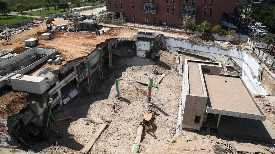 A general view of the scene of a building collapse in Tel Aviv, Monday, Sept. 5, 2016. The building collapsed in a Tel Aviv construction zone on Monday, injuring at least 18 people and trapping three people inside, according to police and media reports. (AP Photo/Oded Balilty)