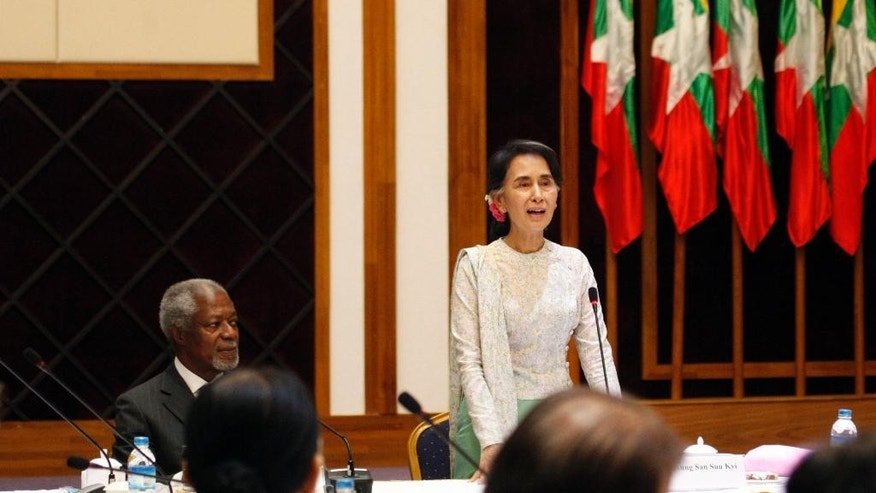Former U.N. Secretary-General Kofi Annan, left, listens to Myanmar Foreign Minister Aung San Suu Kyi during a meeting with members of the National Reconciliation and Peace Center (NRPC) Monday, Sept. 5, 2016, in Yangon, Myanmar. (AP Photo/Thein Zaw)