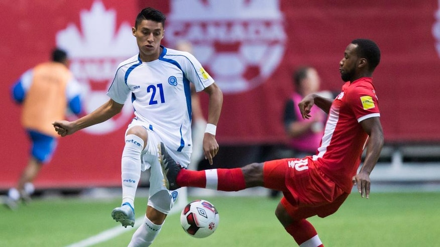 El Salvador's Bryan Tamacas, left, has his pass knocked down by Canada's David Junior Hoilett during the first half of a CONCACAF World Cup soccer qualifying match Tuesday, Sept. 6, 2016, in Vancouver, British Columbia. (Darryl Dyck/The Canadian Press via AP)