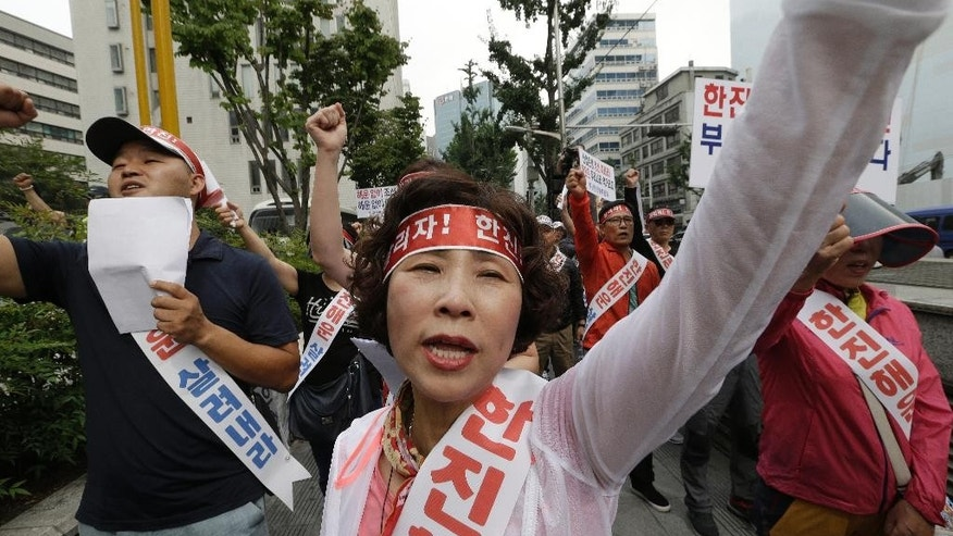 "Workers from port-related organizations in Busan city shout slogans during a rally to plead with the government and creditors of Hanjin Shipping Co. to map out measures to save the troubled shipper in front of the Hanjin group Chairman Cho Yang-ho's office in Seoul, South Korea, Wednesday, Sept. 7, 2016. Hanjin Group said Tuesday it will inject $90 million, including $36 million from its chairman Cho's personal assets, to help resolve disruptions to container cargo transport caused by Hanjin Shipping Co.'s financial troubles.The banners and headbands read ""Save Hanjin and Busan port"". (AP Photo/Ahn Young-joon)"