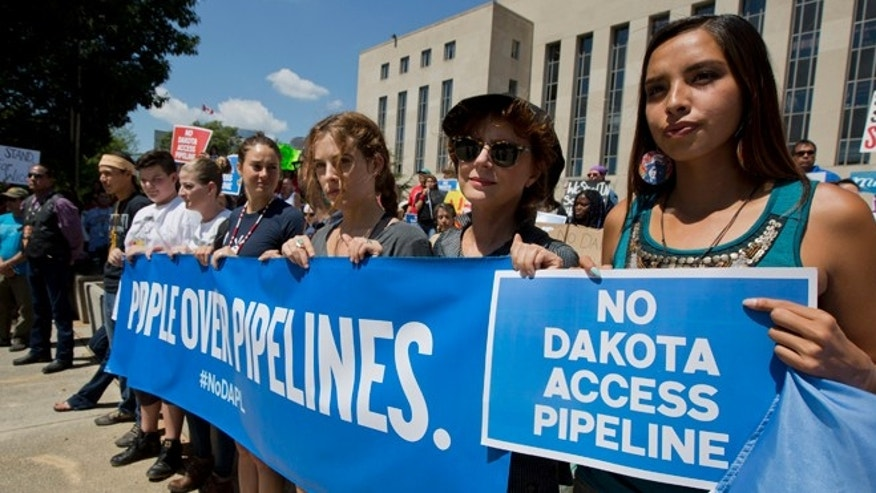 Actresses Shailene Woodley and Susan Sarandon participate in a rally outside the US District Court in Washington, Wednesday, Aug. 24, 2016, in solidarity with the Standing Rock Sioux Tribe.
