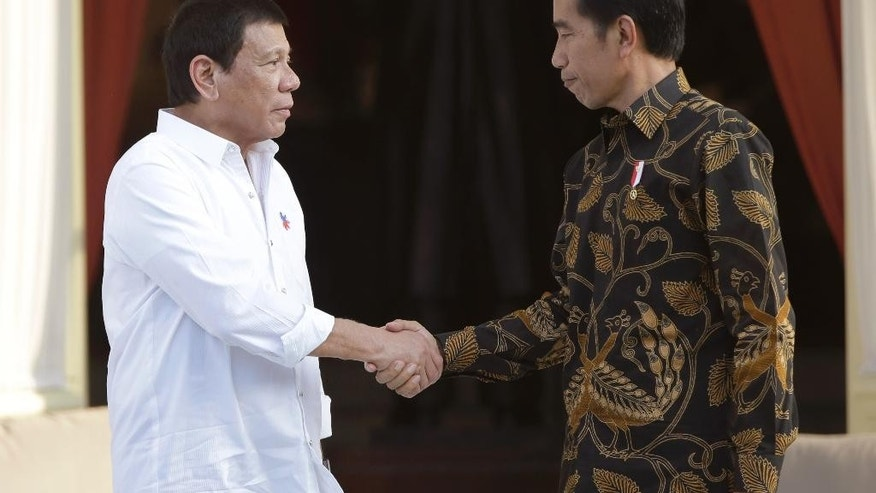 Philippine President Rodrigo Duterte, left, shake hands with his Indonesian counterpart Joko Widodo during their meeting at Merdeka Palace in Jakarta, Indonesia, Friday, Sept. 9, 2016. Duterte is currently on a two-day visit to the country. (AP Photo/Dita Alangkara)