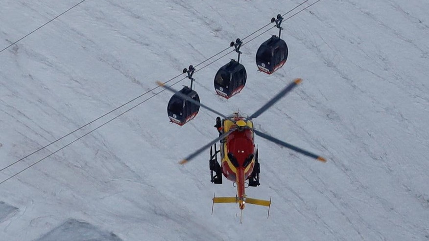 45 tourists rescued from cable vehicle dangling above Alps