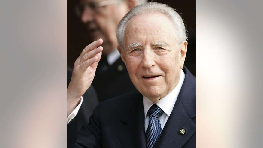 FILE - This April 21, 2006 file photo shows Italian President Carlo Azeglio Ciampi greeting people as he arrives at the Auditorium to attend a concert in Rome. Ciampi died on Friday, Sept. 16, 2016 at the age of 95 after a long illness. (AP Photo/Gregorio Borgia, file)