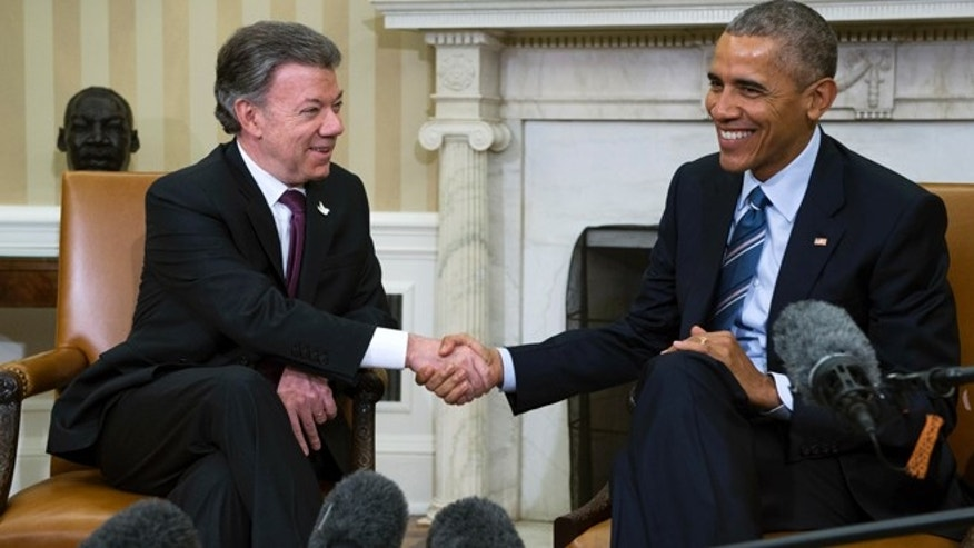 "WASHINGTON, DC - FEBRUARY 04: U.S. President Barack Obama meets with Colombian President Juan Manuel Santos in the Oval Office of the White House on February 4, 2016 in Washington, DC. Obama and Santos are expected to make a bid for increased aid for Colombia and talk about ""Plan Colombia"", a U.S. aid initiative started in 2000 to help combat Colombian drug cartels. (Photo by Shawn Thew - Pool/Getty Images)"