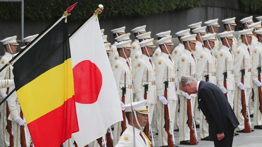 Belgium King Philippe inspects an honor guard during a welcome ceremony at the Imperial Palace in Tokyo, Tuesday, Oct. 11, 2016. (AP Photo/Koji Sasahara, Pool)