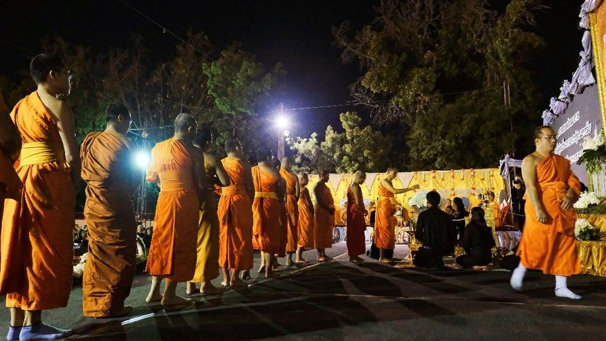 Thai Buddhist Monks line up to pay their respects during a memorial for Thailand's King Bhumibol Adulyadej, at Wat Thai Temple in the North Hollywood section of Los Angeles on Friday, Oct. 14, 2016. The world's longest-reigning monarch died at 88 on Thursday.(AP Photo/Richard Vogel)