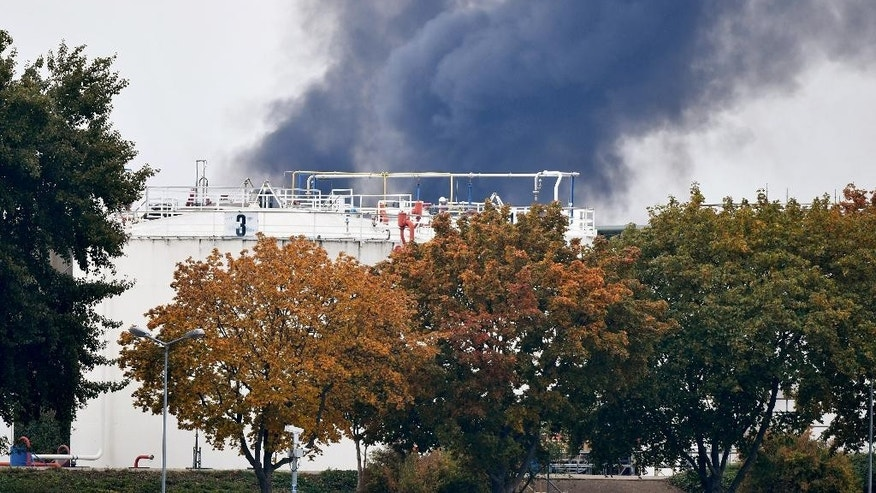 Dark smoke rises from a facility belonging to chemical firm BASF in Ludwigshafen, southwestern Germany, Monday Oct. 17, 2016. The company said that several people were injured in a late-morning explosion. (Uwe Anspach/dpa via AP)