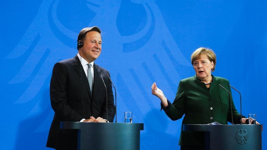German Chancellor Angela Merkel, right, and Panama's President Juan Carlos Varela brief the media after talks at the chancellery in Berlin, Tuesday, Oct. 18, 2016. (AP Photo/Markus Schreiber)