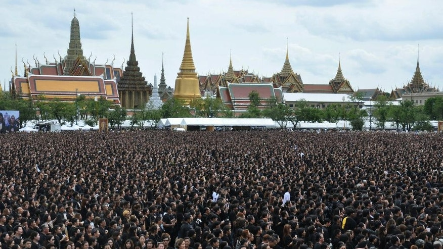 Thais mourners sing a special version of Thailand's royal anthem in honor of King Bhumibol Adulyadej in front of Grand Palace in Bangkok, Thailand, Saturday, Oct. 22, 2016. King Bhumibol died on Oct. 13 at the age of 88. (AP Photo/Sompong Sonnak)