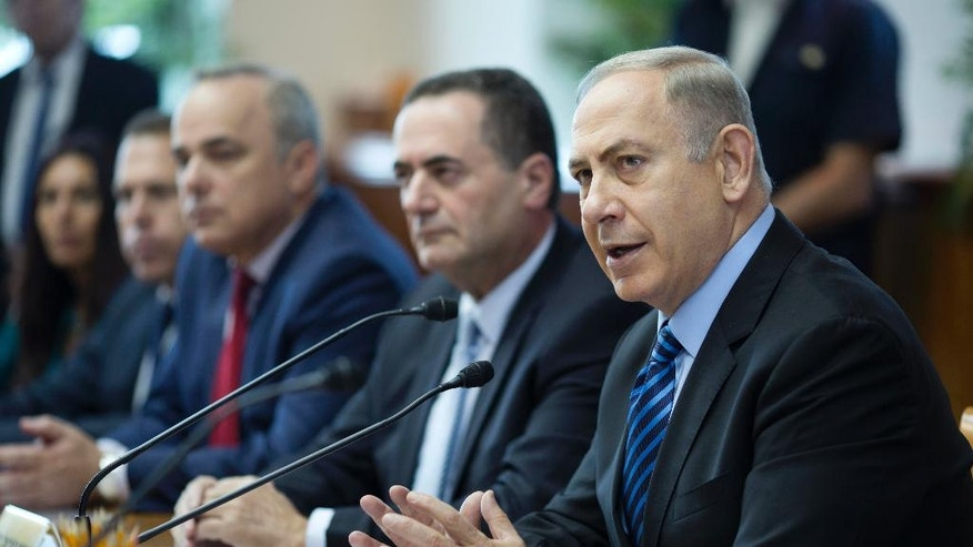Israeli Prime Minister Benjamin Netanyahu, right, chairs the weekly cabinet meeting, at his office, in Jerusalem, Sunday, Nov. 6, 2016. (Abir Sultan, via AP)
