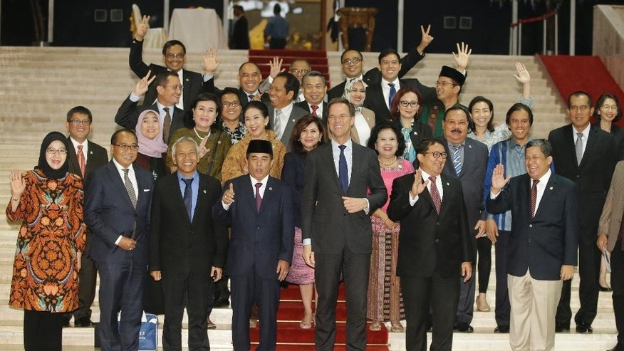 Dutch Prime Minister Mark Rutte, center, poses for a group photo with members of Indonesian House of Representatives during his visit at the parliament building in Jakarta, Indonesia, Wednesday, Nov. 23, 2016. Rutte is currently on a three-day visit to the country. (AP Photo/Achmad Ibrahim)