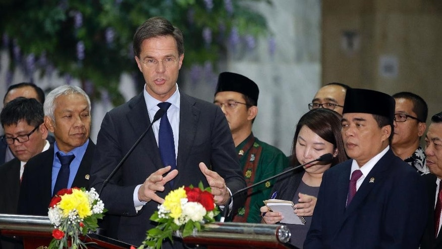 Dutch Prime Minister Mark Rutte, front left, talks as Indonesian House Speaker Ade Komarudin, right, listens during press conference at the parliament building in Jakarta, Indonesia, Wednesday, Nov. 23, 2016. Rutte is currently on a three-day visit in the country. (AP Photo/Achmad Ibrahim)