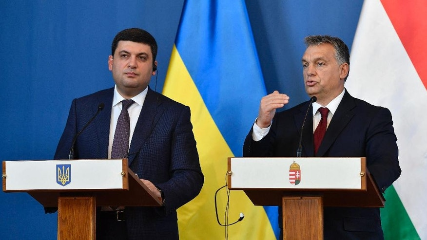 Ukranian Prime Minister Volodymyr Groysman, left, and Hungarian Prime Minister Viktor Orban hold a joint press conference after their negotiations in the Parliament building in Budapest, Hungary, Thursday, Nov. 24, 2016. (Tibor Illyes/MTI via AP)