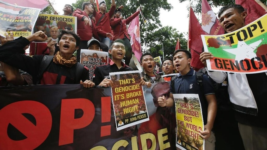 Indonesian Muslim students shout slogans during a protest in front of the Myanmar Embassy in Jakarta, Indonesia, Thursday, Nov. 24, 2016. Hundreds of Indonesians angered over the persecution of Muslim Rohingya in Myanmar have protested outside the Myanmar Embassy in the Indonesian capital. (AP Photo/Achmad Ibrahim)