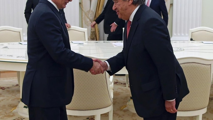 Russian President Vladimir Putin, left, shakes hands with UN Secretary-General designate Antonio Guterres during their meeting in the Kremlin in Moscow, Thursday, Nov. 24, 2016. (Sergei Chirikov/Pool Photo via AP)