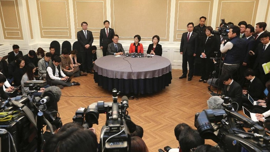 Choo Mi-ae, top center, leader of the main opposition Democratic Party, Park Jie-won, interim leader of the People's Party, and Sim Sang-jung, top center right, head of the Justice Party, attend a meeting at the National Assembly in Seoul, South Korea, Wednesday, Nov. 30, 2016. South Korea's three main opposition parties began talks Wednesday to determine when to try to impeach President Park Geun-hye, dismissing as a stalling tactic her offer to resign if parliament arranges a safe transfer of power. (AP Photo/Ahn Young-joon)