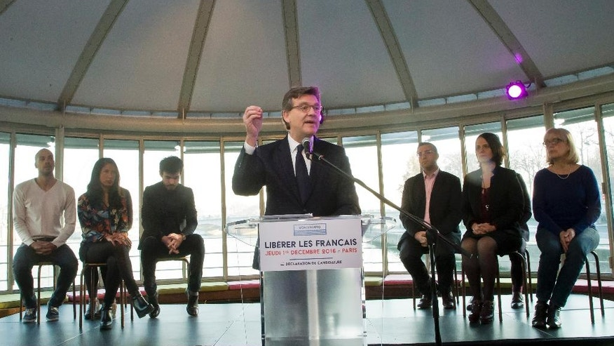 """Leftist contender for the Socialist primary election Arnaud Montebourg gestures as he delivers a speech to officially launch his primary campaign for France's presidential election in spring next year, on a river boat in Paris, Thursday, Dec. 1, 2016. Placard reads, """"Free the French"""". (AP Photo/Michel Euler)"""