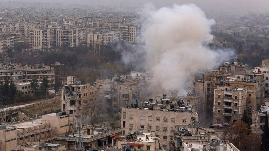 Smoke rises near Bustan al-Qasr crossing point in a government controlled area, during clashes with rebels in Aleppo, Syria December 5, 2016. REUTERS/Omar Sanadiki - RTSUPVF