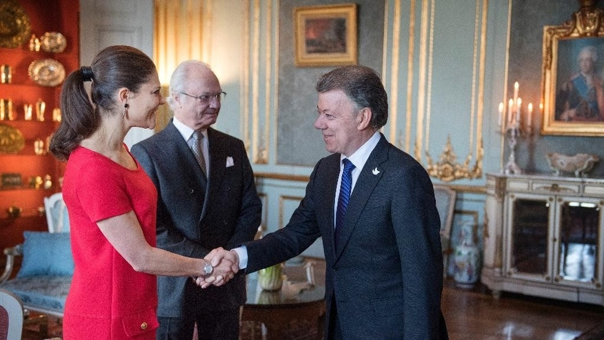 "Sweden's Crown Princess Victoria, left, and King Carl Gustaf welcome Colombian president Juan Manuel Santos, right, during a audience at The Royal Palace in Stockholm, Monday, Dec. 12, 2016. Colombian President Juan Manuel Santos accepted the Nobel Peace Prize on Saturday, saying it helped his country achieve the ""impossible dream"" of ending a half-century-long civil war. (Jessica Gow/TT News Agency via AP)"