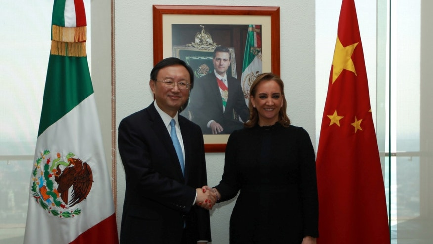 Mexico's Foreign Minister Claudia Ruiz Massieu and Chinese State Councilor Yang Jiechi on Dec. 12, 2016.