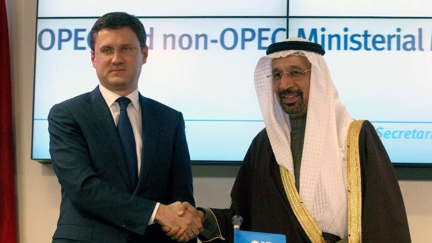 Russian Minister of Energy Alexander Novak, left, shakes hands with Khalid Al-Falih, Minister of Energy, Industry and Mineral Resources of Saudi Arabia after a news conference after a meeting of the Organization of the Petroleum Exporting Countries, OPEC, at their headquarters in Vienna, Austria, Saturday, Dec. 10, 2016. (AP Photo/Ronald Zak)